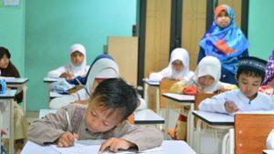 escuela infantil teniendo clase