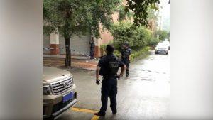 Oficiales de policía en el exterior de la Iglesia Casa del Pastor