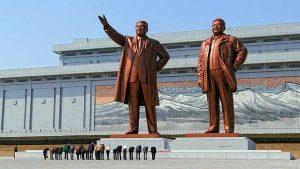 dictadores norcoreanos Kim Il-sung y Kim Jong-il