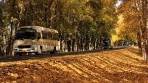 Autobús en la carretera de xinjiang