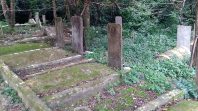 Las tumbas en la villa de Laohong antes de ser exhumadas