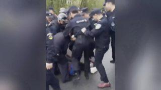 Ciudadanos de Hubei reprimidos por oponerse a la construcción de una planta (Vídeo)