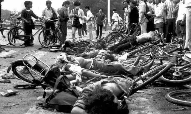 Cuerpos de civiles asesinados en la Plaza de Tiananmén