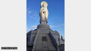 Apariencia original de la estatua de Guan Yin de Tres Rostros.