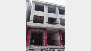 Las puertas y ventanas de esta vivienda de uso residencial han sido retiradas