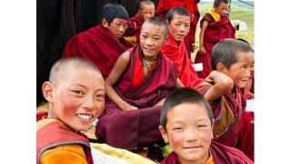"""""""Los monjes tibetanos no deberían enseñar a los niños"""""""
