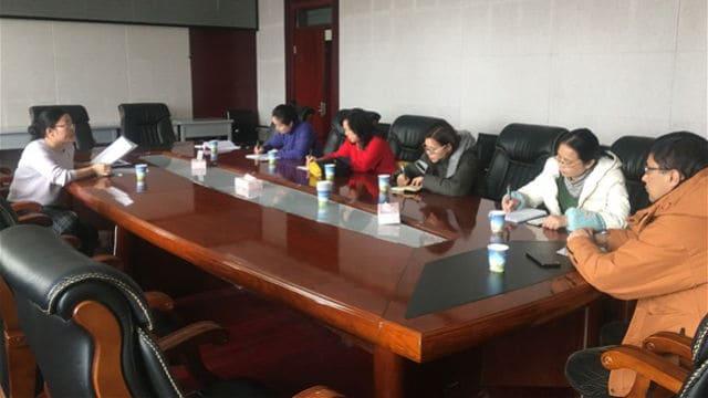 Reunión de profesores asignados en la Universidad de Radio y Televisión de Sinkiang