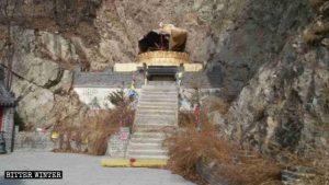 La estatua de Kwan Yin que se hallaba en el templo budista fue destruida