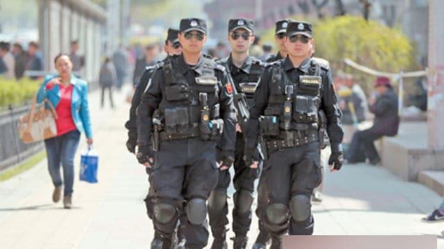 se emplean fuerzas especiales de policía para mantener la estabilidad en Sinkiang