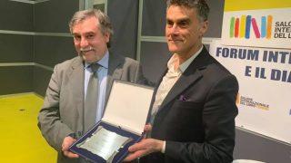Marco Respinti, de Bitter Winter, recibe el Premio a los Medios de Comunicación en la Feria del Libro de Turín