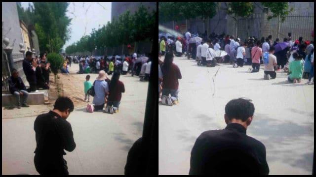 Los feligreses estaban arrodillados y rezando en el camino situado fuera del sitio de peregrinación.