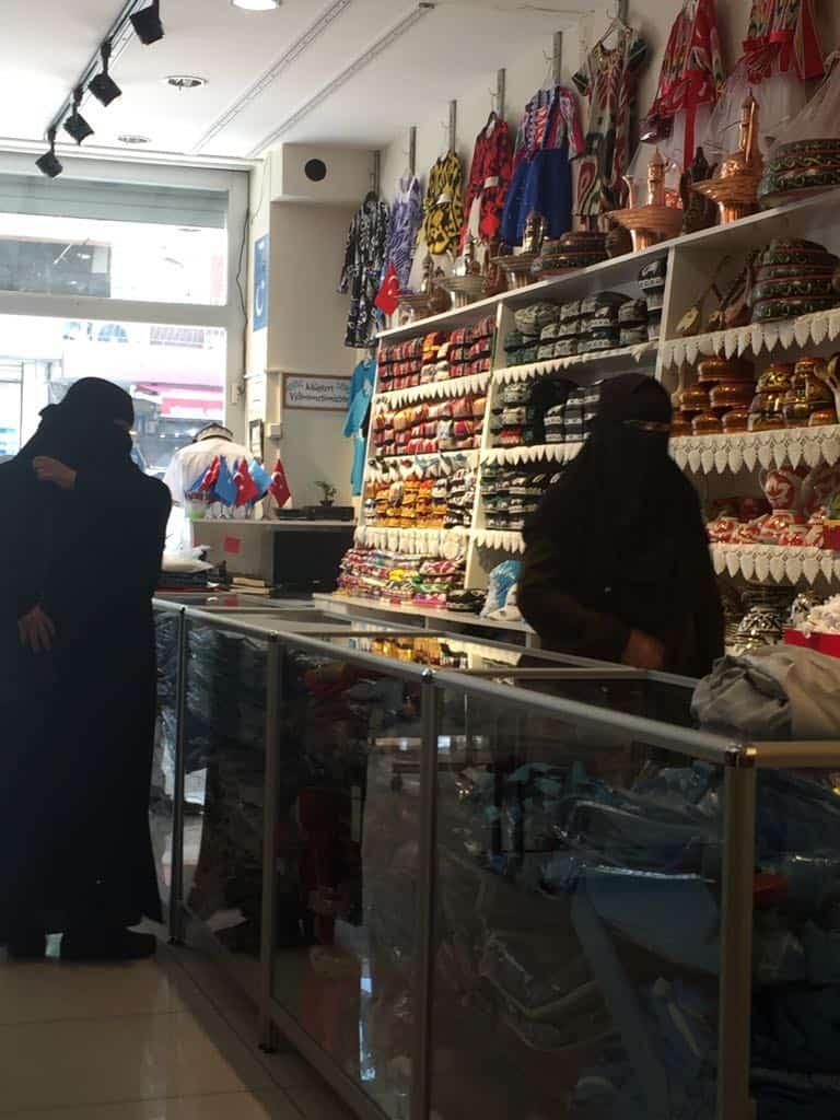 Mujeres uigures en Zeytinburnu