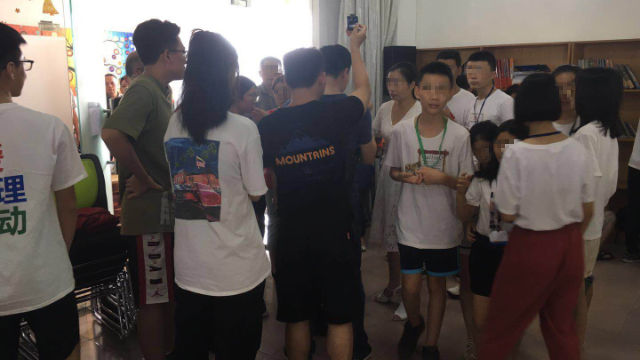 El campamento de verano organizado por la Iglesia del Monte de los Olivos en la ciudad de Foshan fue allanado por agentes de policía.