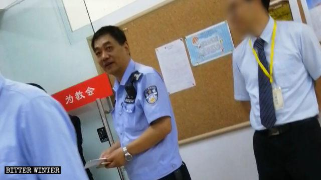 La policía vigiló y acosó a la Iglesia Reformada del Evangelio Enfu de Chengdu.