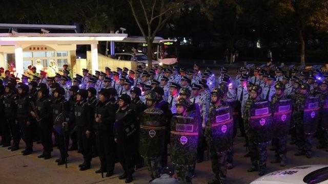 Se celebró una ceremonia para marcar el inicio de la operación de represión en Qingdao.