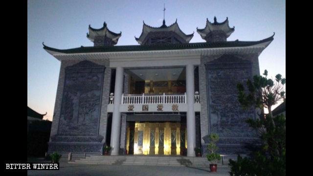 Una mezquita emplazada en la ciudad de Wuzhong de Ningxia fue rectificada por medio de la remoción de su cúpula en forma de cebolla.
