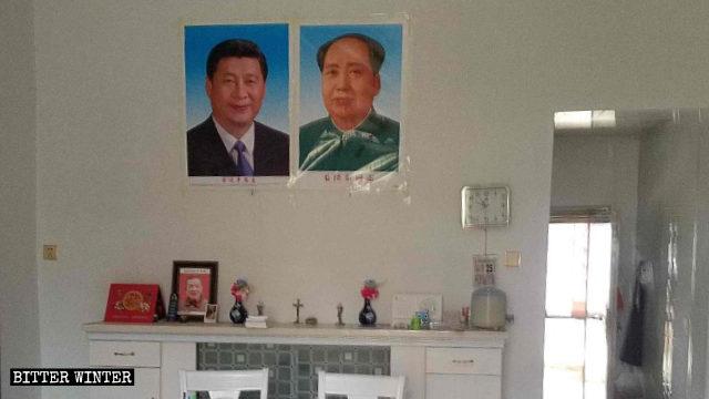 En un lugar de reunión católico emplazado en el condado de Poyang se colocaron retratos de Xi Jinping y Mao Zedong.