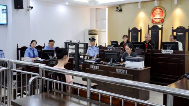 Una miembro de la IDT comparece para su juicio en el Tribunal Popular del distrito de Huaishang de la ciudad de Bengbu, en la provincia central de Anhui (tomada de Internet).