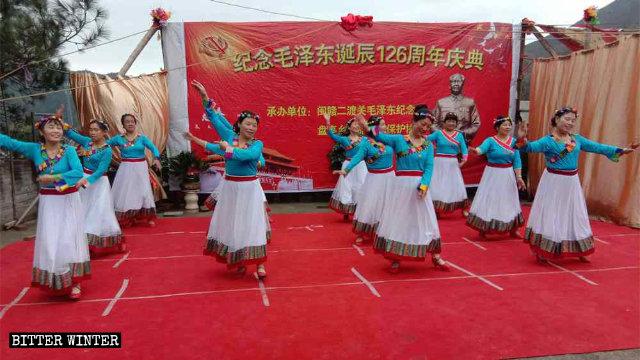 El 26 de diciembre, los residentes de la ciudad de Shangrao participaron en las celebraciones del natalicio del presidente Mao.