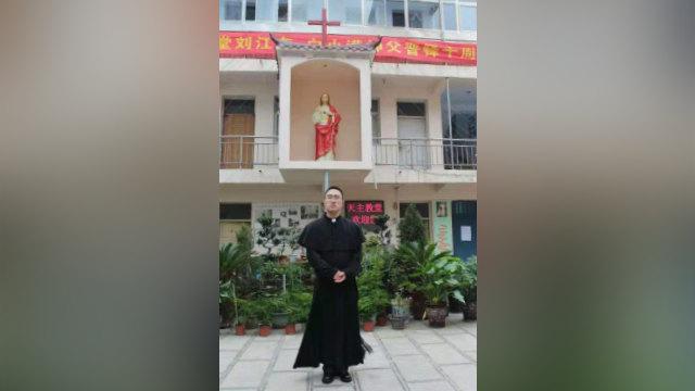 El padre Liu Jiangdong.