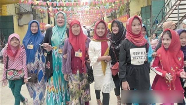 Mujeres y niñas de la minoría cham de Sanya