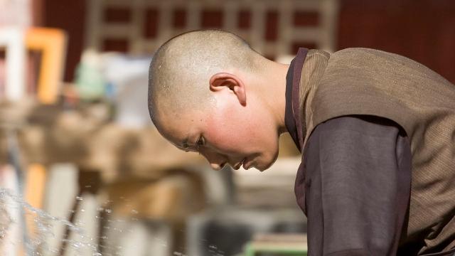 Una monja tibetana, foto de Luca Galuzzi