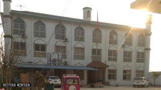 Dos escuelas islámicas fueron clausuradas y aproximadamente 100 000 coranes fueron incinerados