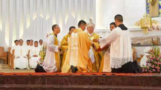 """Las nuevas medidas del PCCh para controlar a los sacerdotes católicos """"desobedientes"""""""