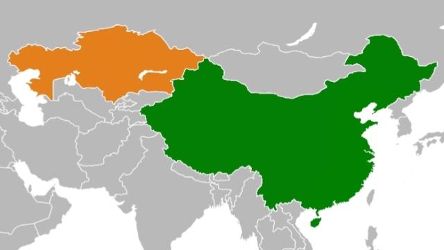 Kazajstán, izquierda, y China, derecha