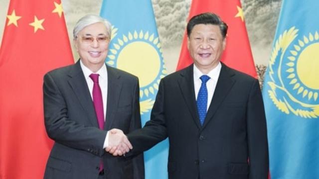 Xi Jinping con el presidente de Kazajistán