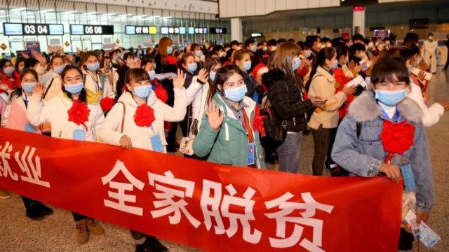 En el mes de febrero, 174 agricultores procedentes de la prefectura de Jotán de Sinkiang fueron enviados a trabajar a la ciudad de Changsha, en la provincia central de Hunan.