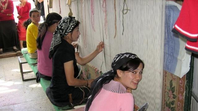 Las mujeres uigures en Turkestán Oriental, llamada