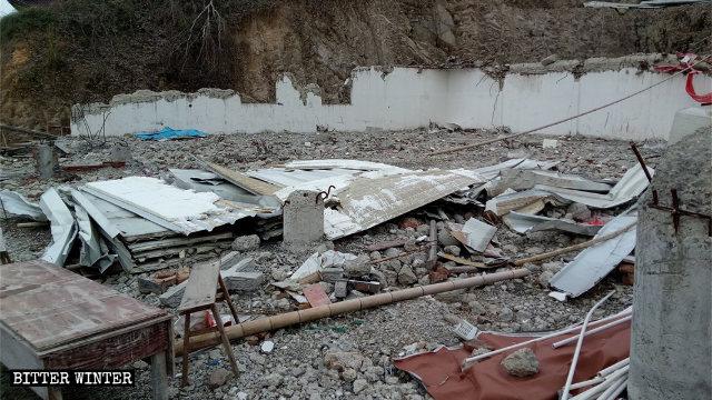 Un lugar perteneciente a la religión popular que se encontraba emplazado en la aldea de Luoyu fue convertido en una pila de escombros.
