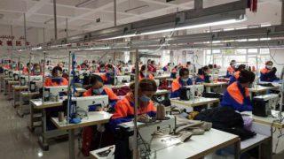 Alivio de la pobreza en Sinkiang: esclavitud en fábricas similares a una prisión