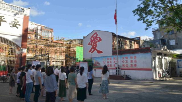 Una ceremonia de izamiento de la bandera en la iglesia cristiana de Quannan.