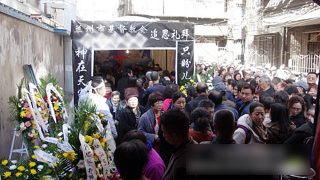 Se amplían aún más las prohibiciones relacionadas con la celebración de ceremonias funerarias religiosas