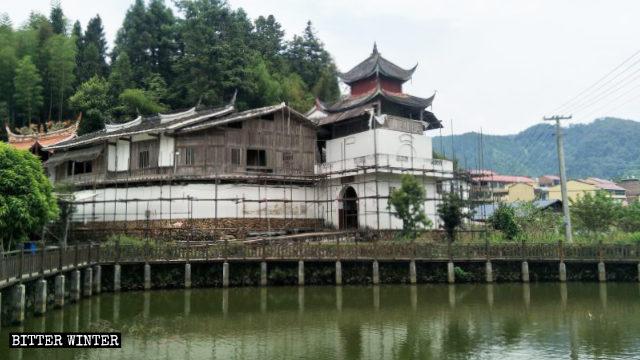 El templo de la Cueva de Taoyuan emplazado en la aldea de Luokeng