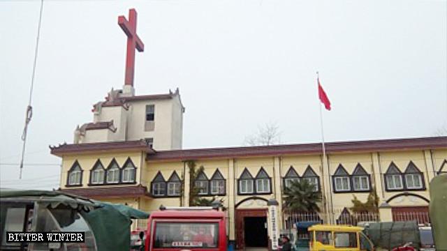 La Iglesia de la Gran Muralla, antes de que su cruz fuera retirada.