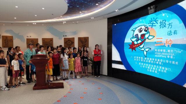 En el mes de agosto, una gran cantidad de jóvenes asistieron a una capacitación sobre cómo denunciar a los miembros de un xie jiao llevada a cabo en una base educativa anti xie jiao emplazada en el distrito de Yantian.