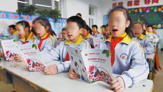 A los estudiantes uigures se les enseña a descuidar su lengua y cultura nativas
