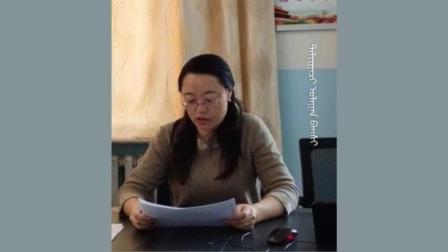 La Sra. Ulaan, directora de una escuela primaria emplazada en la ciudad a nivel de condado de Erenhot, fue una de las personas que se suicidaron. Cortesía del Centro de Información de Derechos Humanos de Mongolia del Sur.