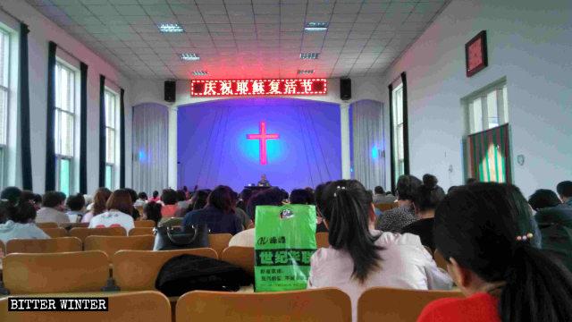 La congregación de esta iglesia estatal ha perdido su lugar de reunión.