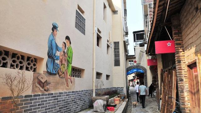 """La """"galería roja"""" de un kilómetro de largo en la aldea de Renju."""